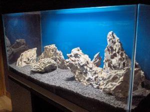 аквариум с кенийскими камнями